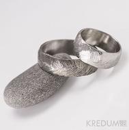 Kovaný nerezový snubní prsten - Klásek - pánský lehce zatmavený a dámský světlý
