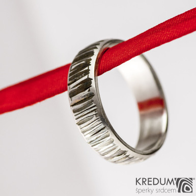 Kovaný nerezový snubní prsten - Wood line