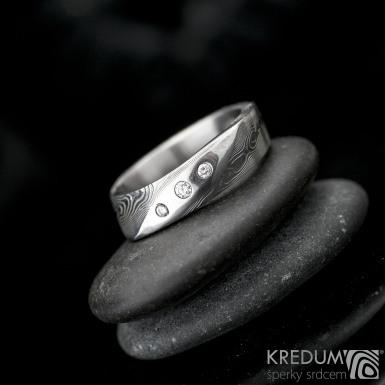 Lusk se 3 diamanty (1,5mm / 1,7mm/ 2 mm) - struktura dřevo -  Kovaný zásnubní prsten damasteel