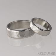 Kovaný nerezový snubní prsten - Draill line světlý, matný