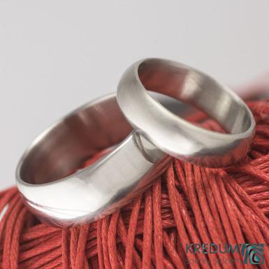 Kovaný nerezový snubní prsten - Klasik lesklý