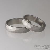 Kovaný nerezový snubní prsten - Skalák - mat