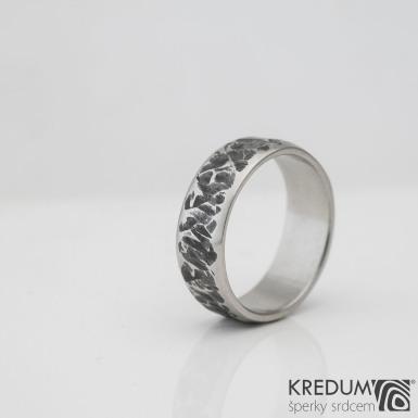 Ilustrační foto - Kovaný nerezový snubní prsten - Archeos line, velikost 53, šířka 6,5 mm