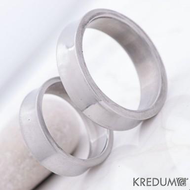 Žlábek lesklý - Kovaný nerezový snubní prsten