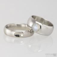 Kovaný nerezový snubní prsten - Klasik s ozdobou - mat - ilustrační dámský s měsíčním kamenem