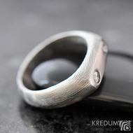 Blíženci - snubní prsten z oceli damasteel a 2 diamanty - struktura dřevo