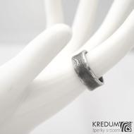 Collium line - vel 53 7,2 mm 1,6 mm dřevo - 100% zatmavené - Damasteel snubní prsteny - sk1304 (5)