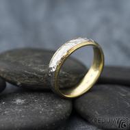 Cygnus yellow - Snubní prsteny nerezová ocel a zlato, SK1630, velikost 53,5 mm, šířka 4,5 mm, nerez s povrchem BG, matný, zlato tepané