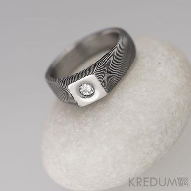 Damien a moissanite 3 mm - 51 šířka 4,5 - 6 mm,  tloušťka 1,8 - 3,8 mm, TW, 100% TM - Snubní prsteny damasteel S1417
