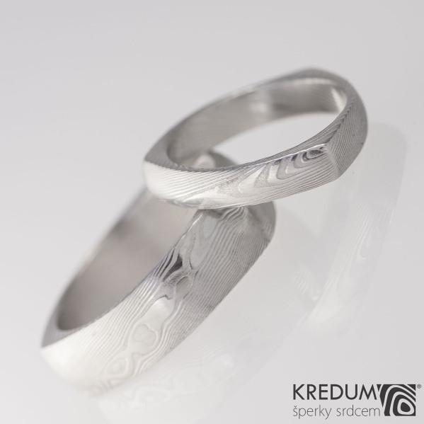 DELTA - struktura dřevo, kovaný snubní prsten z oceli damasteel