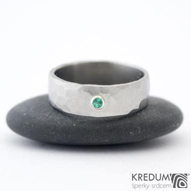 Draill a smaragd 2 mm do Ag - vel 53 6,9 1,2 mm lesklý - Nerezový snubní prsten - sk1456