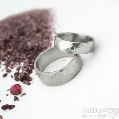 Draill a smaragd do Ag - vel 55, šířka 6 mm, matný a Draill vel 65, šířka 8 mm, matný - Nerezové snubní prsteny - k 1839