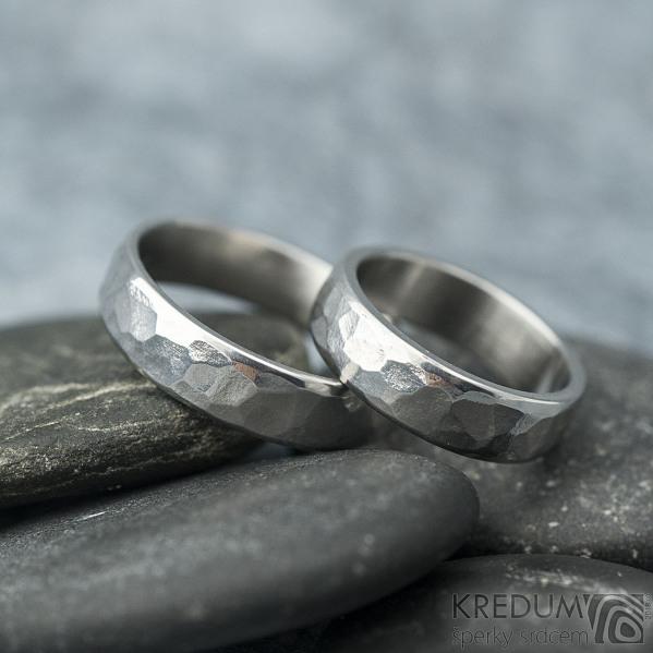 Draill line - velikost 48 a 57, šířka 5 mm, světlé, lesklé - Kované nerezové snubní prsteny - k 1451 (4)