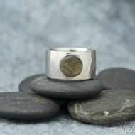 Draill matný a labradorit - velikost 56, šířka 12,2 mm, průměr kamene 89 mm, tloušťka 2,5 mm - Kovaný nerezový prten - sk1861 (3)