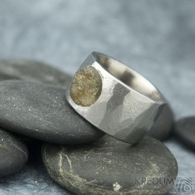 Draill matný a labradorit - velikost 56, šířka 12,2 mm, průměr kamene 89 mm, tloušťka 2,5 mm - Kovaný nerezový prten - sk1861 (4)