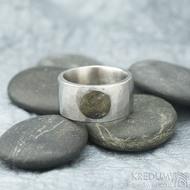 Draill matný a labradorit - velikost 64, šířka 12 mm, průměr kamene 8,5 mm, tloušťka 2,5 mm - Kovaný nerezový prten - sk1860 (3)