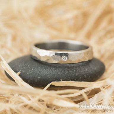 Draill světlý, lesklý a čirý diamant 1,5 mm, velikost 58, šířka 4 mm - Nerezový snubní prsteny - k 1436 (2)