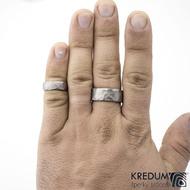 Prsten kovaný - Draill titan - matný - šířka 9,5 mm a 6,5 mm na ruce