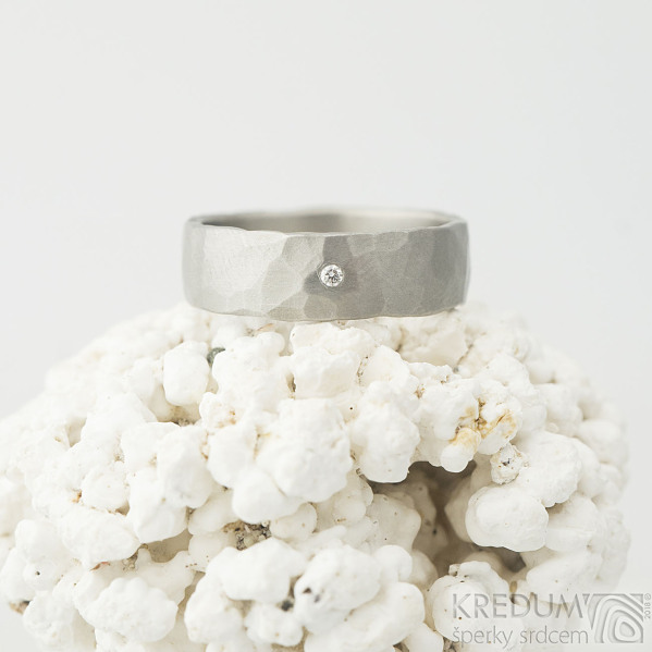 Draill titan a čirý diamant 1,5 mm - velikost 56,5, šířka 6 mm, matný - Titanový zásnubní prsten - k 2264