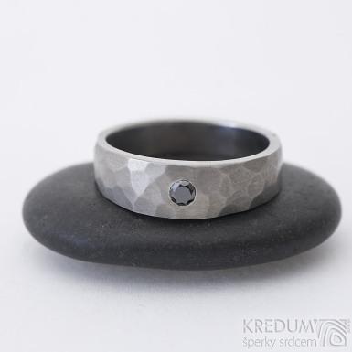 Draill titan Glanc - matný + černý diamant 2,7 mm - Kovaný titanový prsten