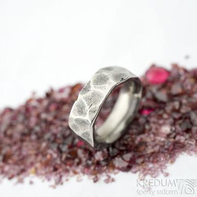 Draill titan lehce zatmavený - velikost 51 s vnitřním zaoblením, šířka 7 - 7,2 mm, tloušťka 2,8 mm - Kovaný prsten, SK2103 (4)