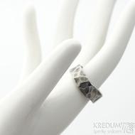 Draill titan lehce zatmavený - velikost 51 s vnitřním zaoblením, šířka 7 - 7,2 mm, tloušťka 2,8 mm - Kovaný prsten, SK2103 (2)