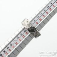 Draill titan lehce zatmavený - velikost 51 s vnitřním zaoblením, šířka 7 - 7,2 mm, tloušťka 2,8 mm - Kovaný prsten, SK2103