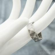 Draill titan - lehce zatmavený - velikost 64, šířka 8-8,5 mm, nepravidelné okraje - Titanové snubní prsteny - SK1972 (2)