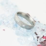 Draill titan matný a čirý diamant 2 mm - 57, šířka 5 mm - Titanové snubní prsteny, k 2015 (2)