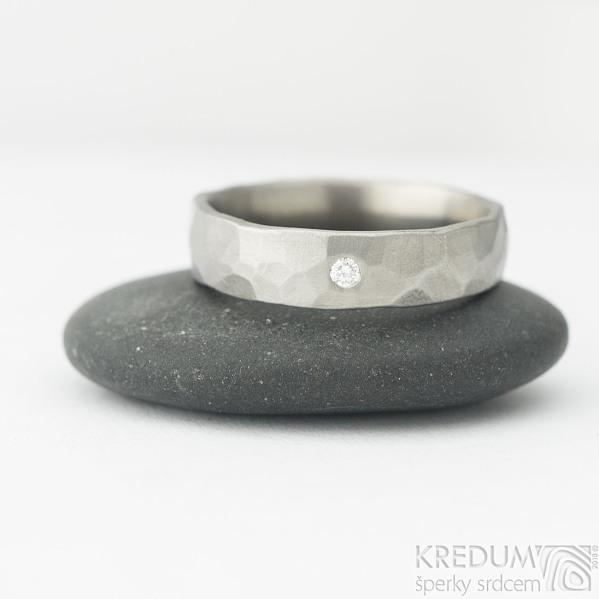 Draill titan matný a čirý diamant 2 mm - 57, šířka 5 mm - Titanové snubní prsteny, k 2015 (5)