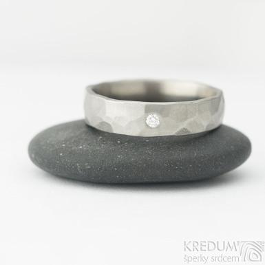 Draill titan a čirý diamant 2 mm - matný - Kovaný snubní prsten