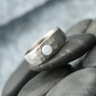 Draill titan matný a opál 4 mm - velikost dámského 49; šířka hlavy 6,5 mm do dlaně 4 mm