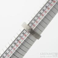 Draill titan matný - velikost 65, šířka 5,2 mm, tloušťka 1,7 mm - Kovaný prsten z titanu, SK2123