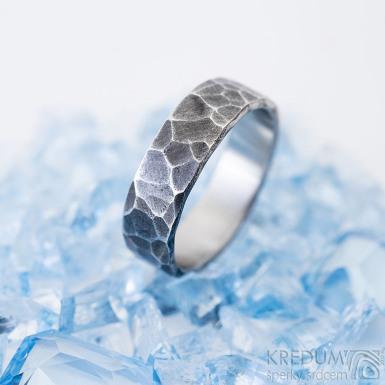 Draill tmavý - Kovaný prsten z nerezové oceli, SK2460