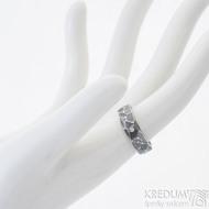 Draill tmavý a čirý diamant 1,7 mm - 52, šířka 5,5 mm, tlouš´tka střední - Ocelový zásnubní prsten, k 2512