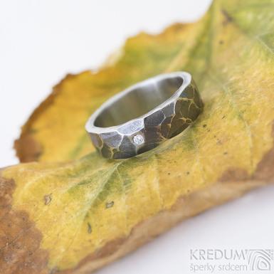 DRAILL a čirý diamant 1,7 mm - zatmavený - Prsten kovaný z nerezové oceli