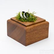 Dřevěná aranžovací podložka na snubní prsteny (13)