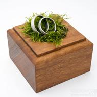 Dřevěná aranžovací podložka na snubní prsteny (15)