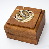 Dřevěná aranžovací podložka na snubní prsteny (18)