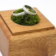 Dřevěná aranžovací podložka na snubní prsteny (8)
