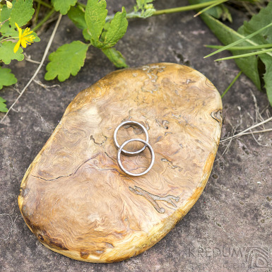 Dřevěná aranžovací podložka na snubní prsteny - Jehličnaté dřevo - SK2094