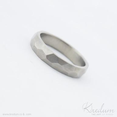Rock titan - lesklý - kovaný snubní prsten - SK4049