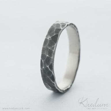 Natura nerez - tmavý - kovaný snubní prsten - SK4160