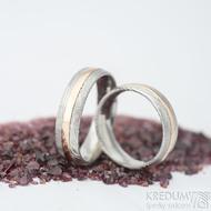 Duori red - linka 1,5 mm, šířka 5,5 mm, dřevo - 75 SV, profil D - velikosti 51 a 60 - Damasteel snubní prsteny a zlato - k 1429