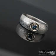 Eli a topaz 3 mm do Ag - Damasteel zásnubní prsten sk1277 - velikost 54 šířka hlavy 7 mm / do dlaně 4,7 mm tloušťka hlavy 3 mm / do dlaně 1,6 mm Struktura dřevo - lept 75% světlý průměr kamene 3 mm (2)