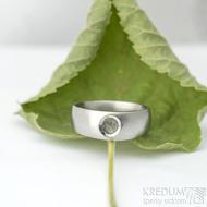 Eli stone s přírodním vltavínem - 55, šířka hlavy 7 mm do dlaně 5 mm, matný - Kovaný zásnubní prsten - k 1913 (3)
