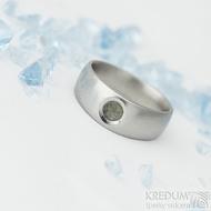 Eli stone s přírodním vltavínem - 55, šířka hlavy 7 mm do dlaně 5 mm, matný - Kovaný zásnubní prsten - k 1913