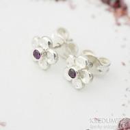 Flower a červený zirkon - Stříbrné náušnice, SK2328