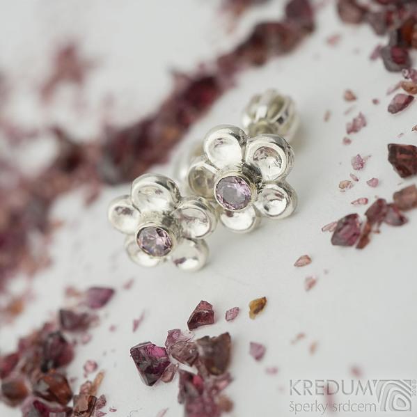 Flower a růžový zirkon - Stříbrné náušnice, SK2330