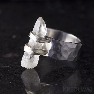 Gelida - kovaný nerezový prsten s křišťálem, S1509